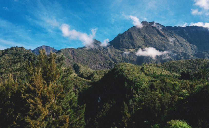 Vue Piton des Neiges avec montagnes