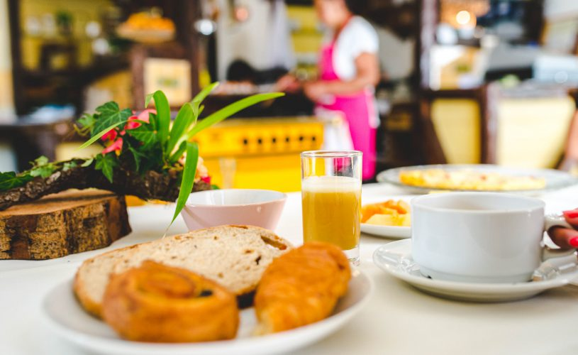 Petit-déjeuner complet au Tsilaosa Hotel